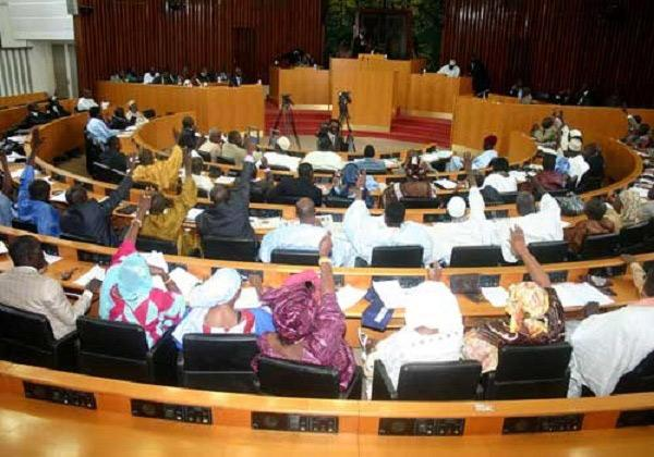Le groupe parlementaire Bby donne carte blanche à Macky Sall pour...