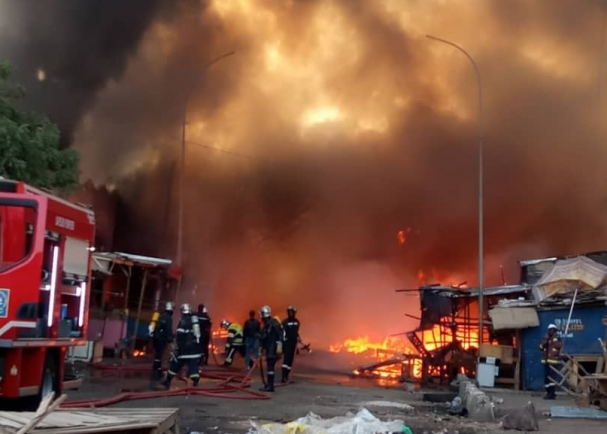 Nouvelle incendie au...marché Pétersen