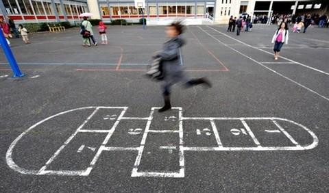 Un directeur se pend dans la cour de son école