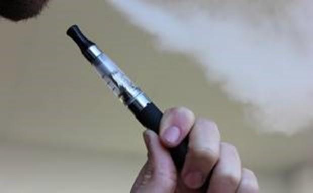 Une cigarette électronique prend feu et tue le...